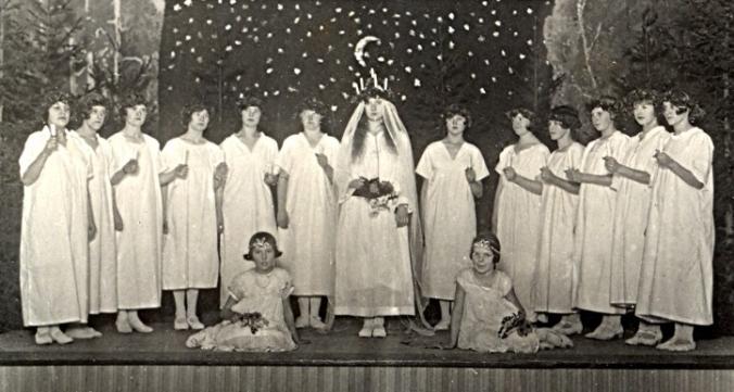 Lucia 1929 Svedvi Bergs hbf Tora Velins album bygdeband.se